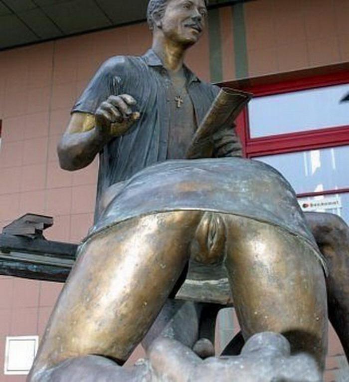 Фото эротических скульптур на улицах города 11 фотография