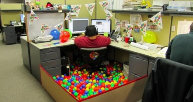 ball-pool-desk-2-630x332