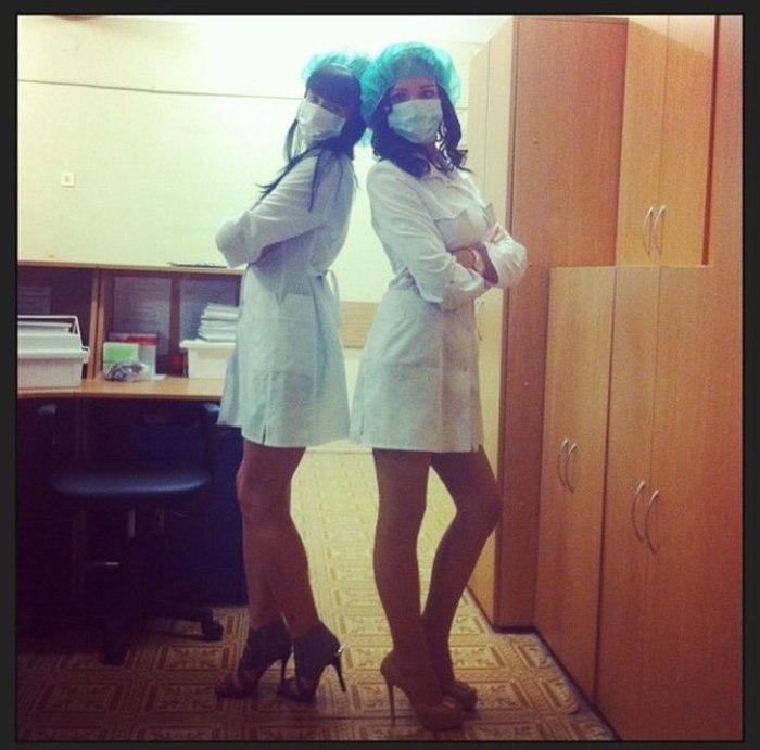 девушки в халатах-фото
