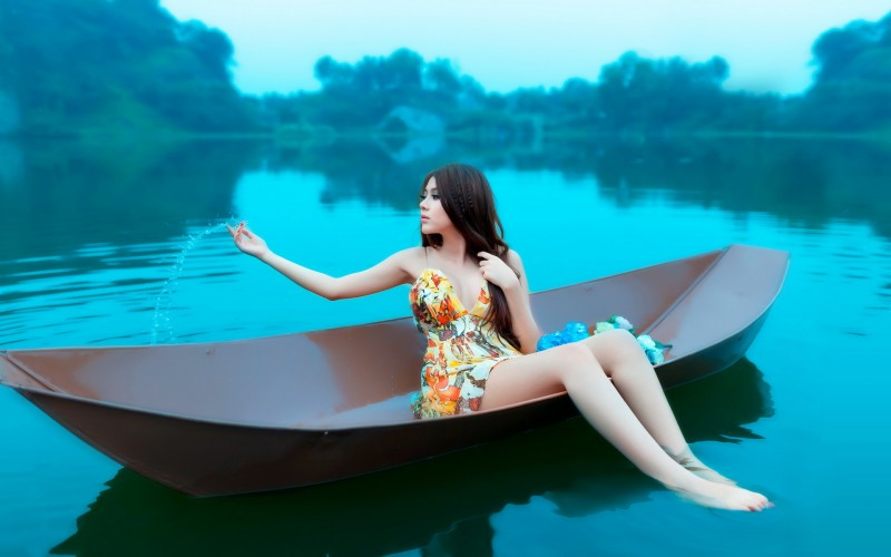 красивые девушки на лодках
