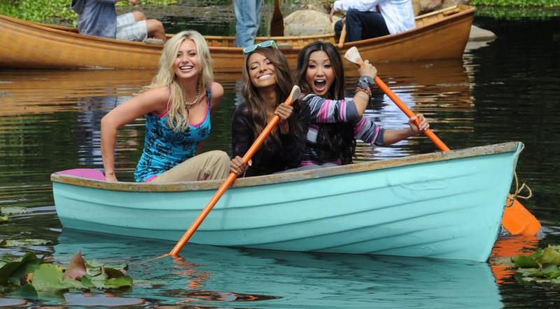 тетки на лодке