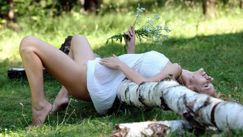 Секс на природе русских девочек