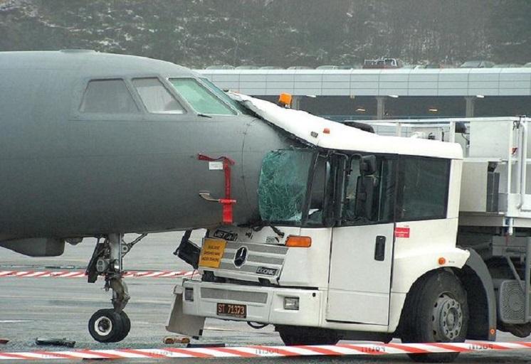 1258993137_1258921826_airplane_crash_00054