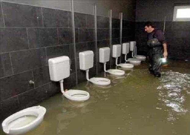 1248764039_toilets_83