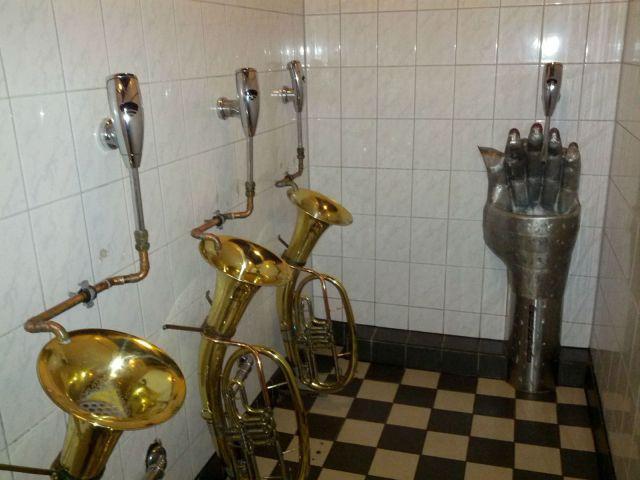 tualet-v-kolledzhe-kamera