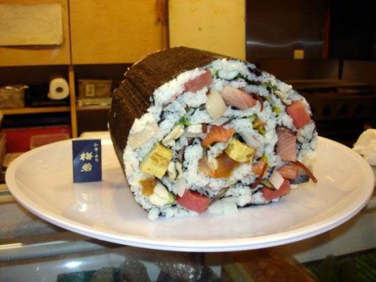 largest_sushi_dish_Umewaka_restaurant