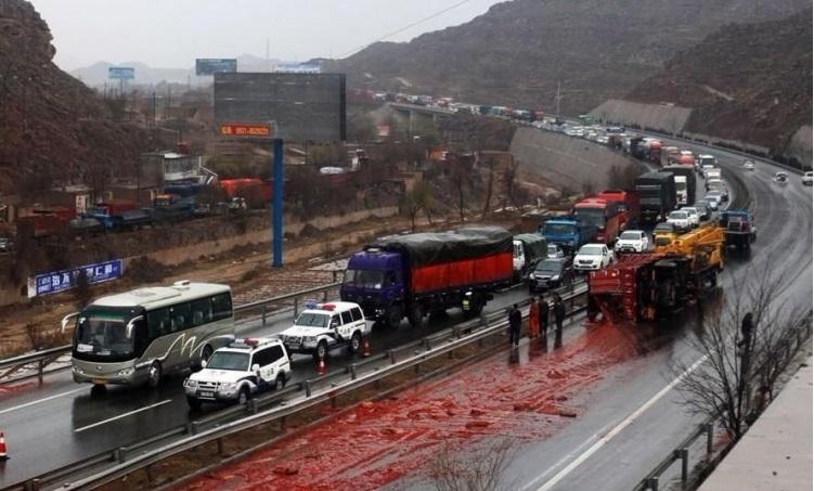 1334519941_china_tomato_crash_01