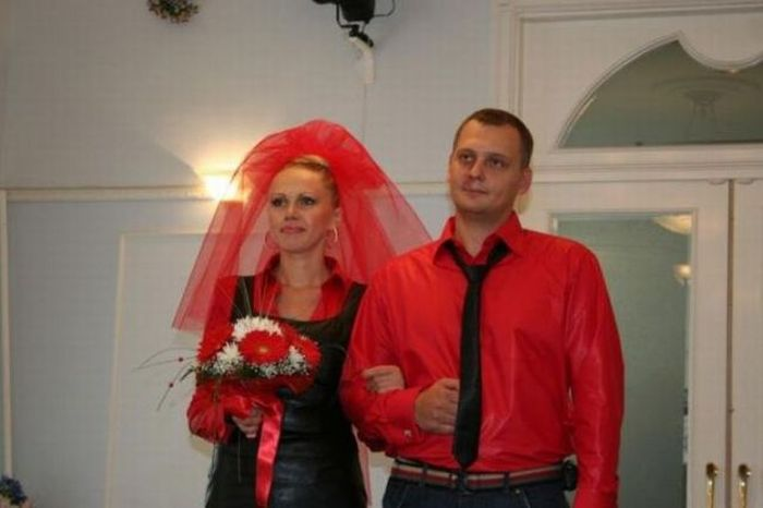off_the_wall_wedding_pictures_04