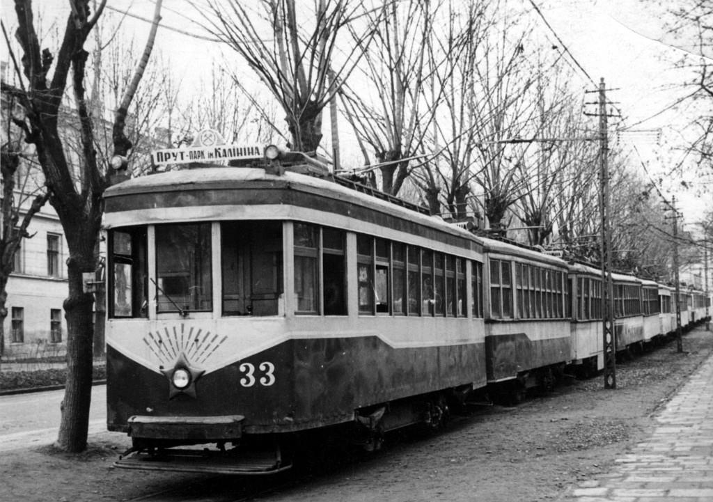 Останні трамваї в березні 1967 р. на вітці перед трамвайним депо. Тип С-900.