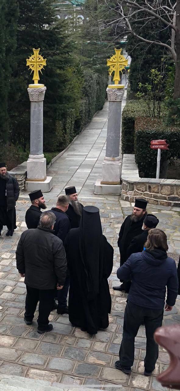 Украинской делегации закрыли ворота в Свято-Пантелеимонов монастырь на Афоне