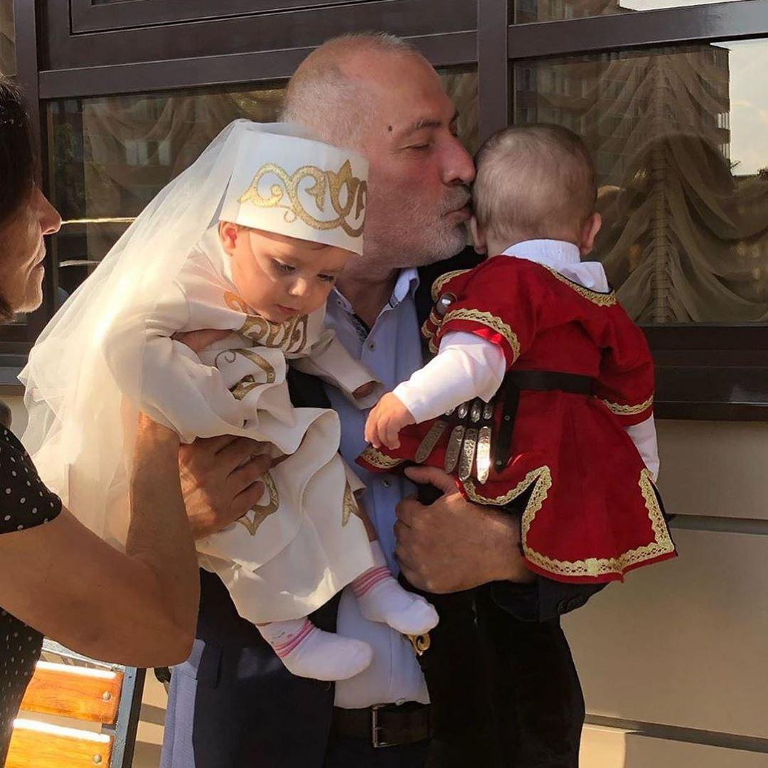 Виталий Калоев с детками