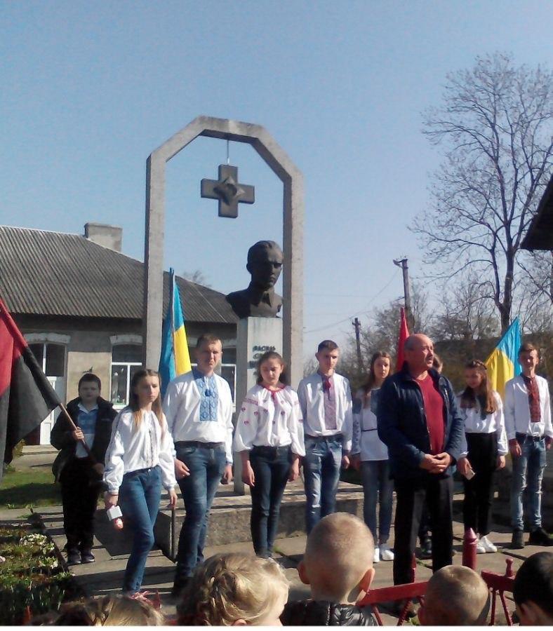 На Украине окрасили себя в те цвета, в которые они себя окрасили