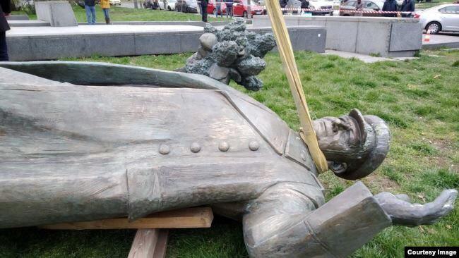 Под шумок коронавируса в Праге снесён памятник маршалу Коневу, спасшему ее от