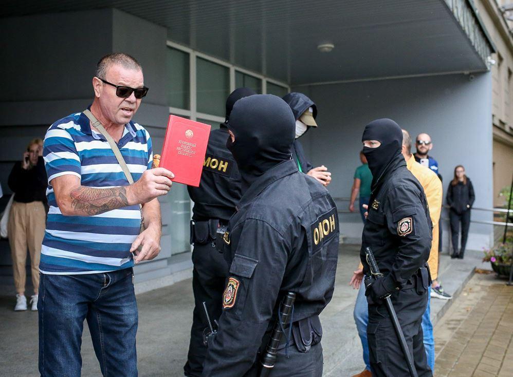 Узаконенный бандитизм: Россиянина в Беларуси упаковали в ответ на вопрос как