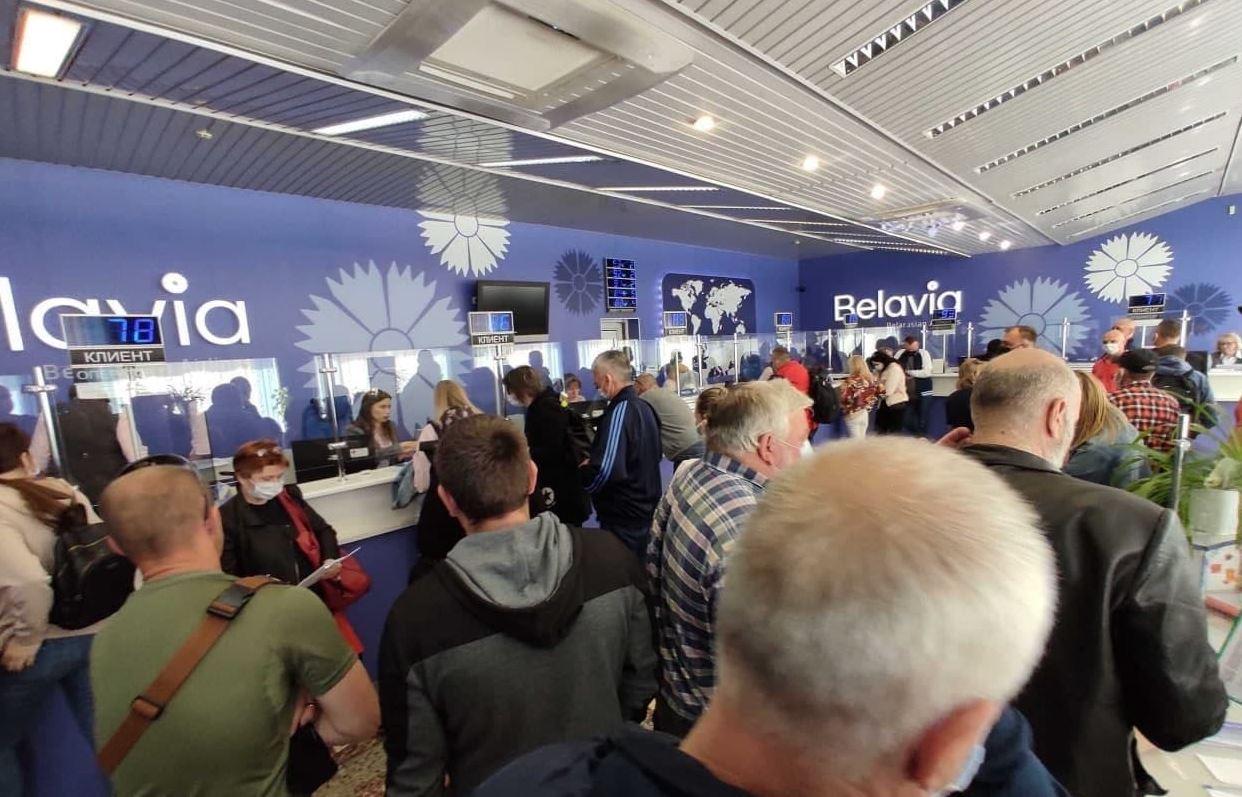 «Белавиа» с сожалением сообщает, что вынуждена сейчас отменять десятки рейсов в