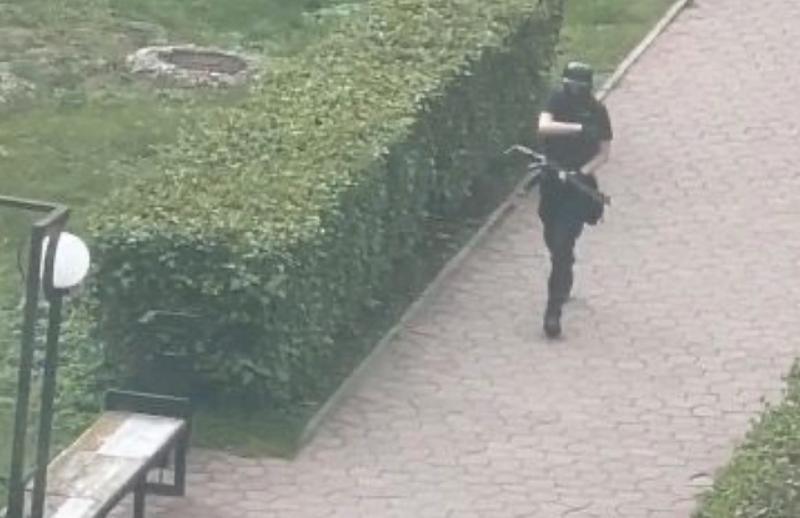 Стрелявший в вузе в Перми задержан и в тяжёлом состоянии находится в больнице