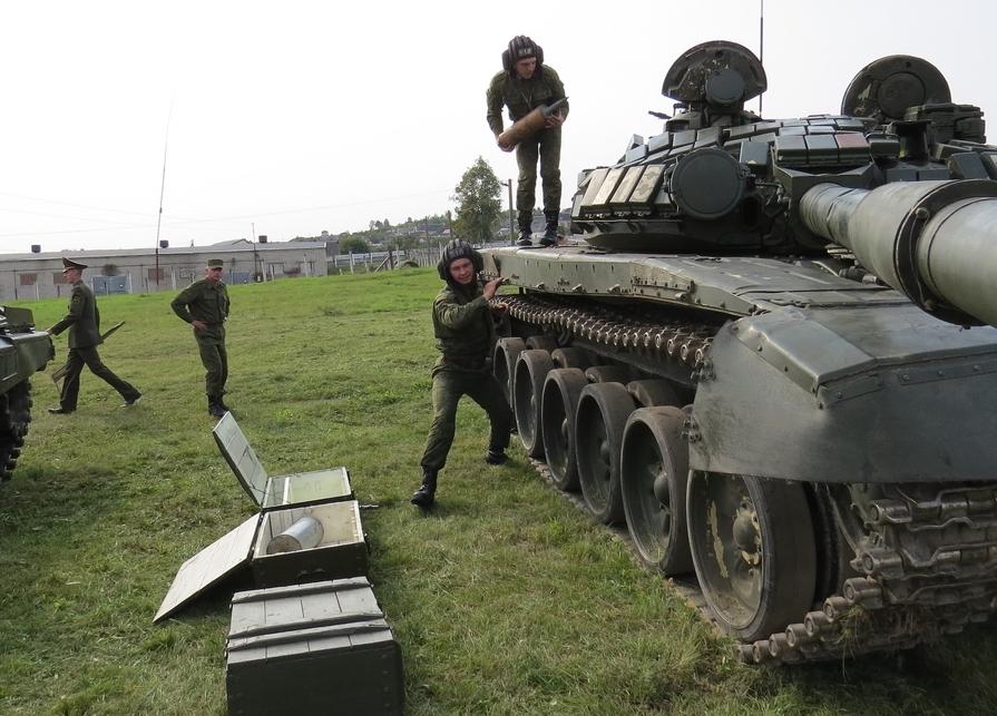Россия по тревоге подняла танковую армию для переброски в Беларусь