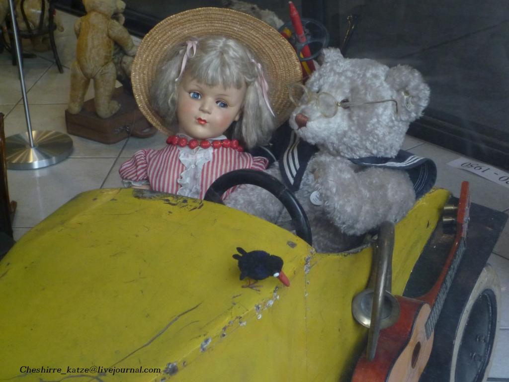 9 - Im Auto mit Puppe