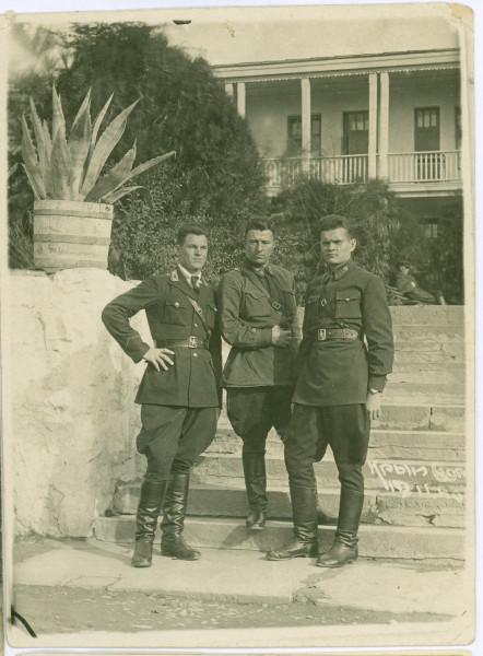 Советские офицеры в Крыму, 1940г.