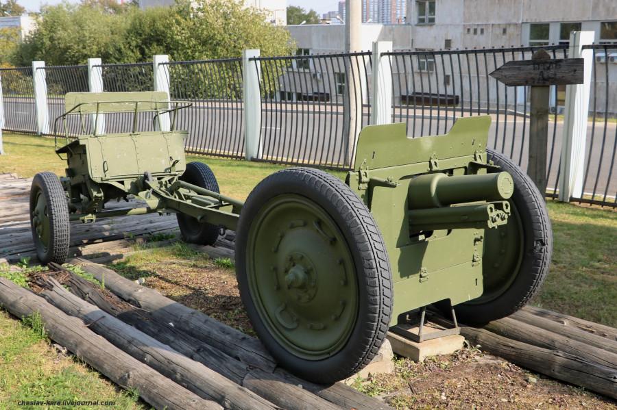 90- 76 мм полковая _40 (Поклонная гора, 2019).JPG