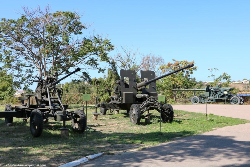 Военная техника у Михайловской батареи в Севастополе