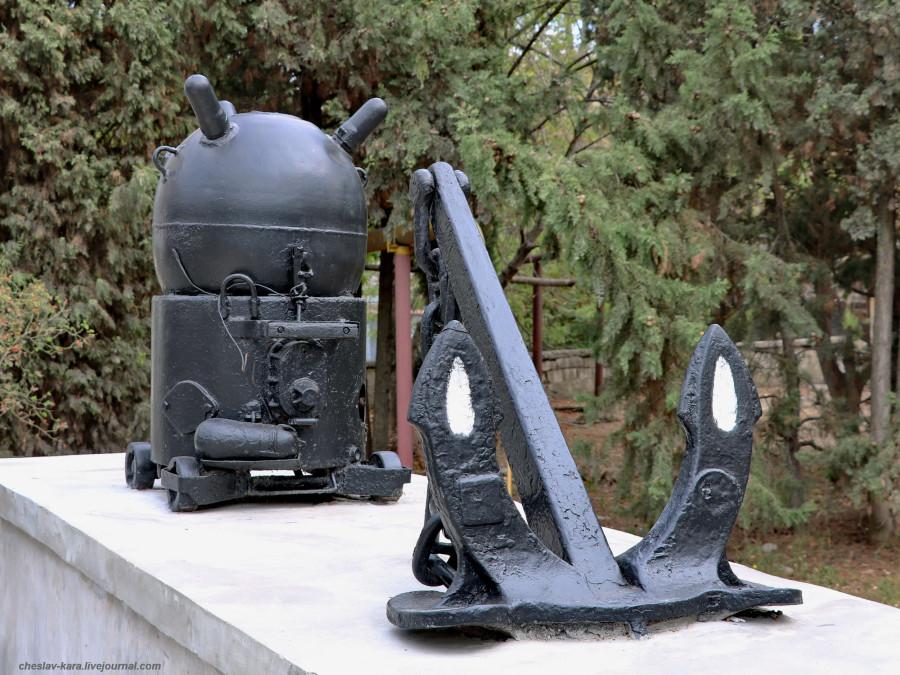 Сев-ль, якоря и мины _10 (Минная ул, у музея ЧФ).JPG