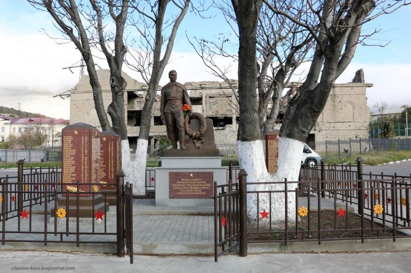 Новороссийск - братская могила у ДК Цементников _10 (2020).JPG