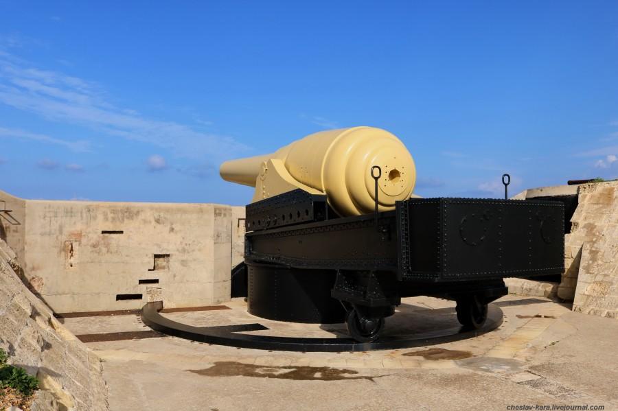 0 125 Fort Rinella _400.JPG