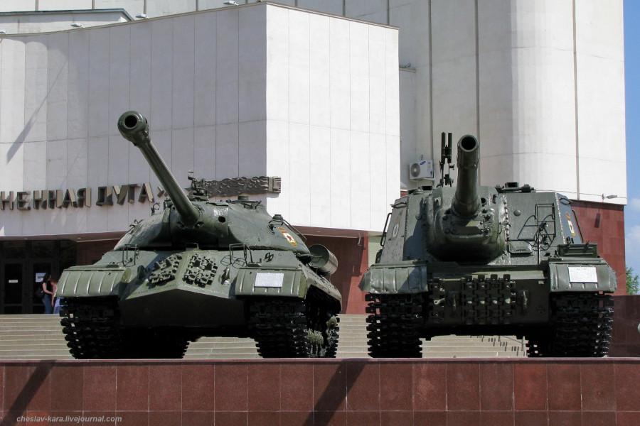 2 ИС-3 и ИСУ-152 Белгород - 080.jpg