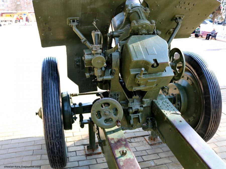 8 122 мм М-30 (Климовск, пл50лет Окт) _280.JPG