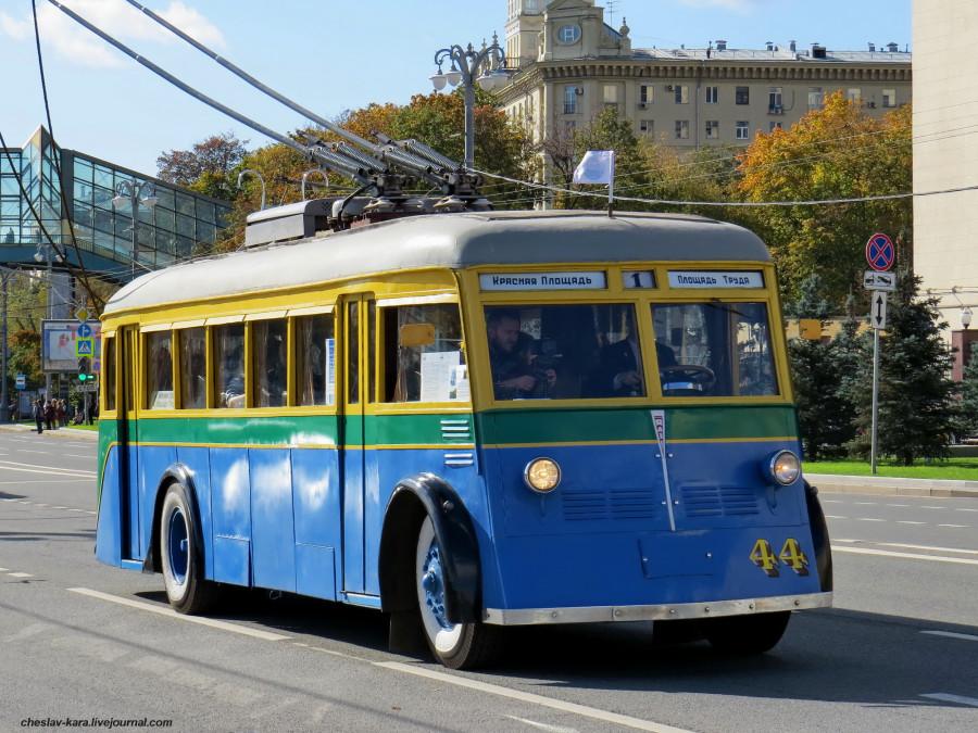 Ретротроллейбус _520 (ЯТБ-1 1936г).JPG
