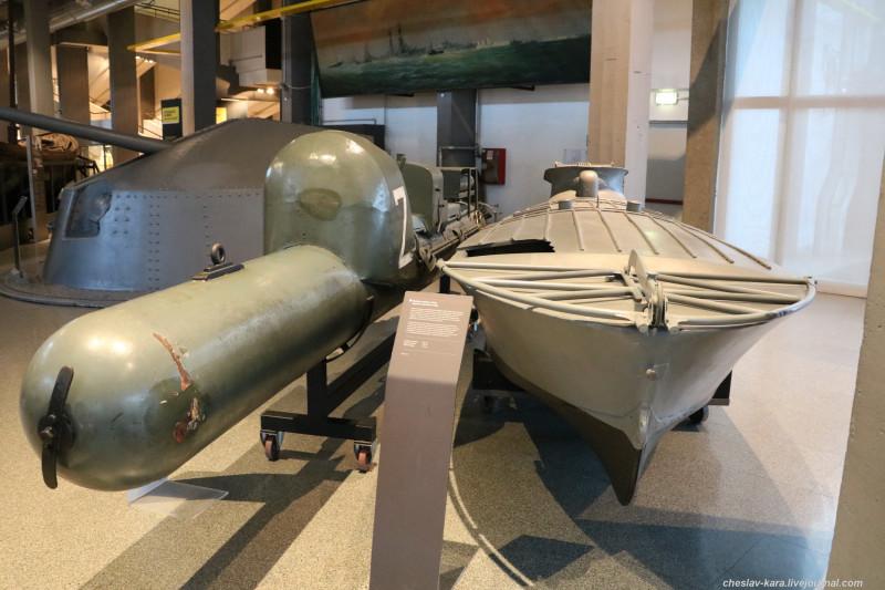 2 катер MTM и торпеда Maiale (морской зал музея техники, Милан) _100.JPG