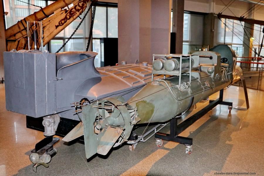 6 катер MTM и торпеда Maiale (морской зал музея техники, Милан) _120.JPG