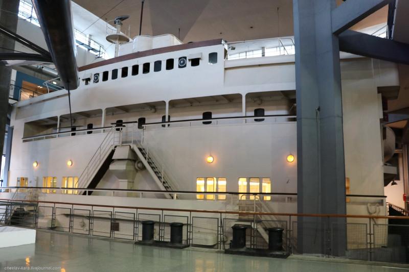 30 лайнер Conte Biancamano - рубка (морской зал музея техники, Милан) _470.JPG