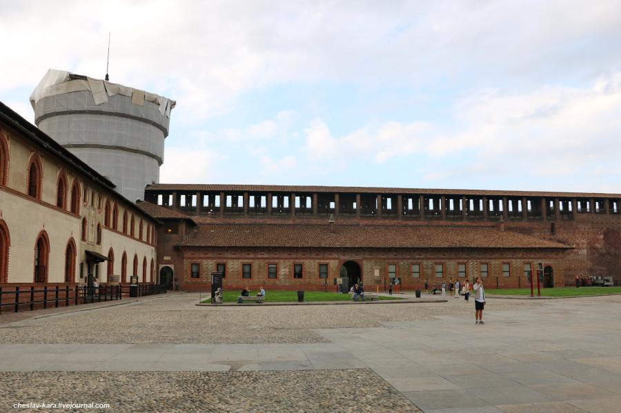 26 12 Милан, Castello Sforzesco _250.JPG
