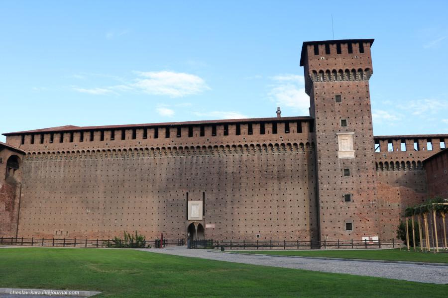 30 12 Милан, Castello Sforzesco _320.JPG