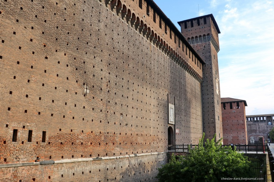 31 12 Милан, Castello Sforzesco _350.JPG