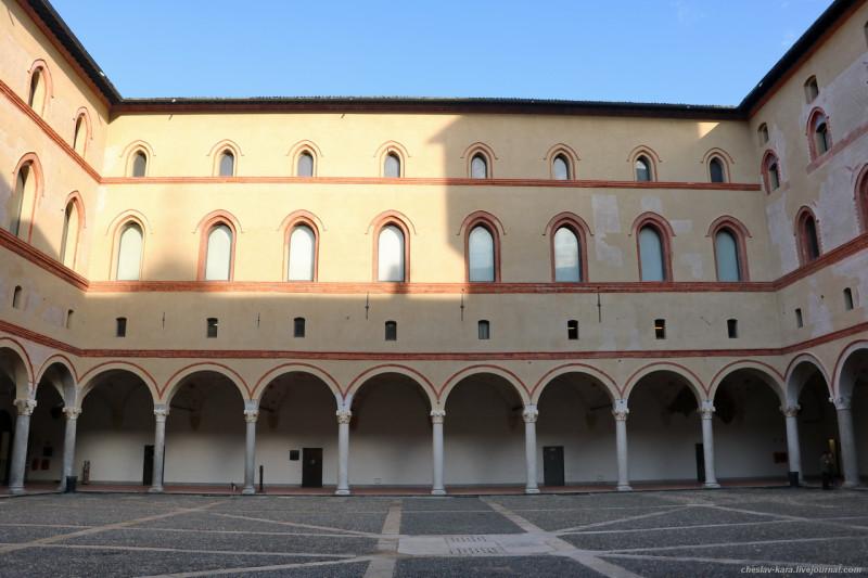 32 12 Милан, Castello Sforzesco _410.JPG