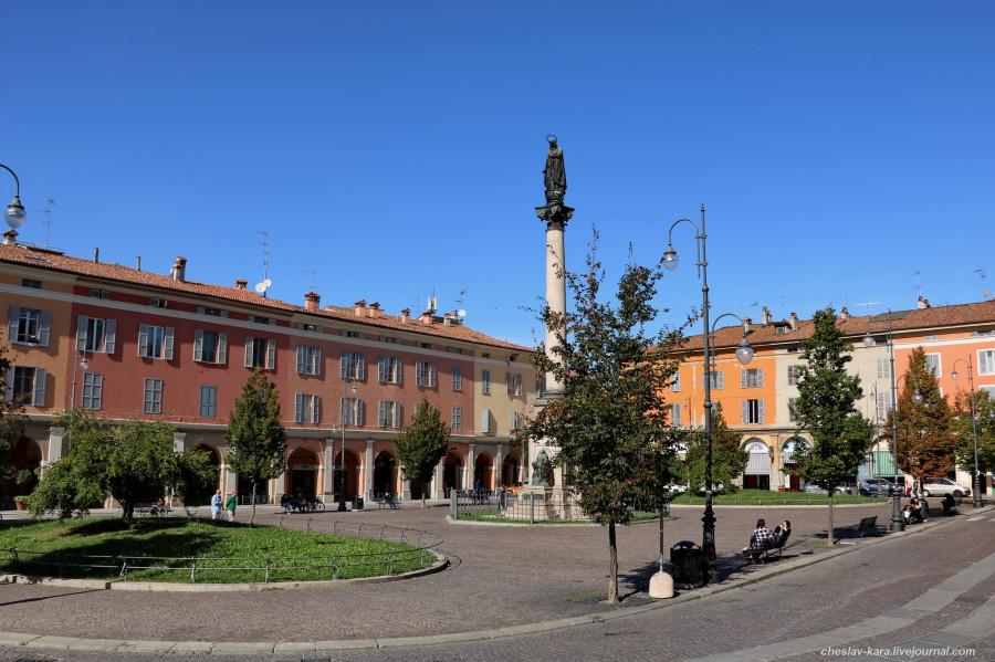 60 20 Пьяченца _1630 Piazza Duomo.JPG
