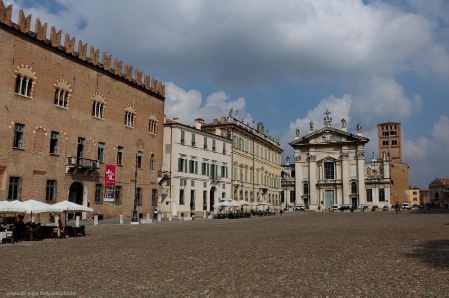 34 30 Мантуя _1420 Piazza Sordello.JPG