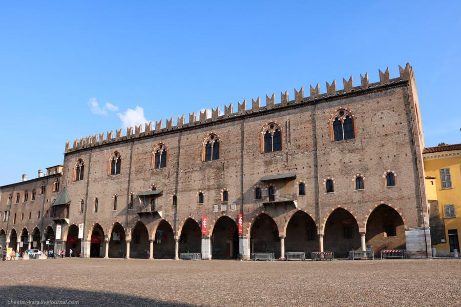 42 30 Мантуя _1490 Palazzo del Capitano.JPG