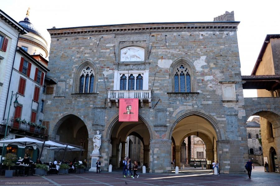 48 40 Бергамо _1930 Palazzo della Ragione.JPG