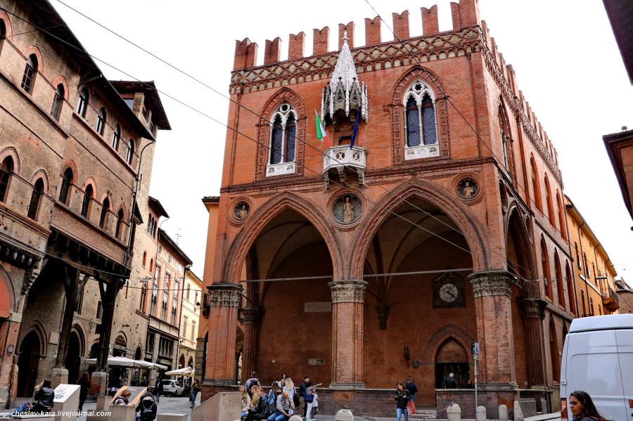 62 50 Болонья _3080 Piazza della Mercanzia.JPG