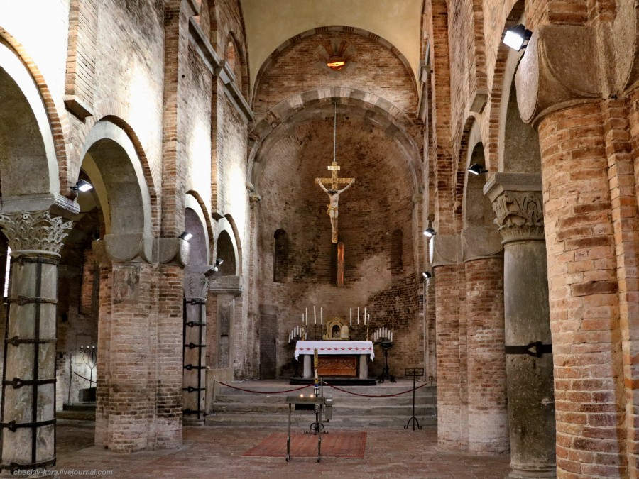 68 50 Болонья _2980 Basilica dei protomartiri San Vitale e Sant'Agricola.JPG