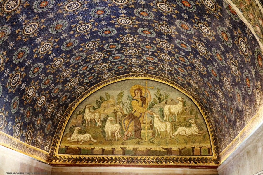 19 60 Равенна _1590 Mausoleo di Galla Placidia.JPG