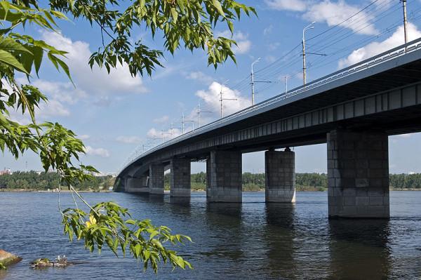 октябрьский мост 2008 г чз о Татышев рекостр, убран трамвай