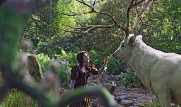 олень с деревьями рогами