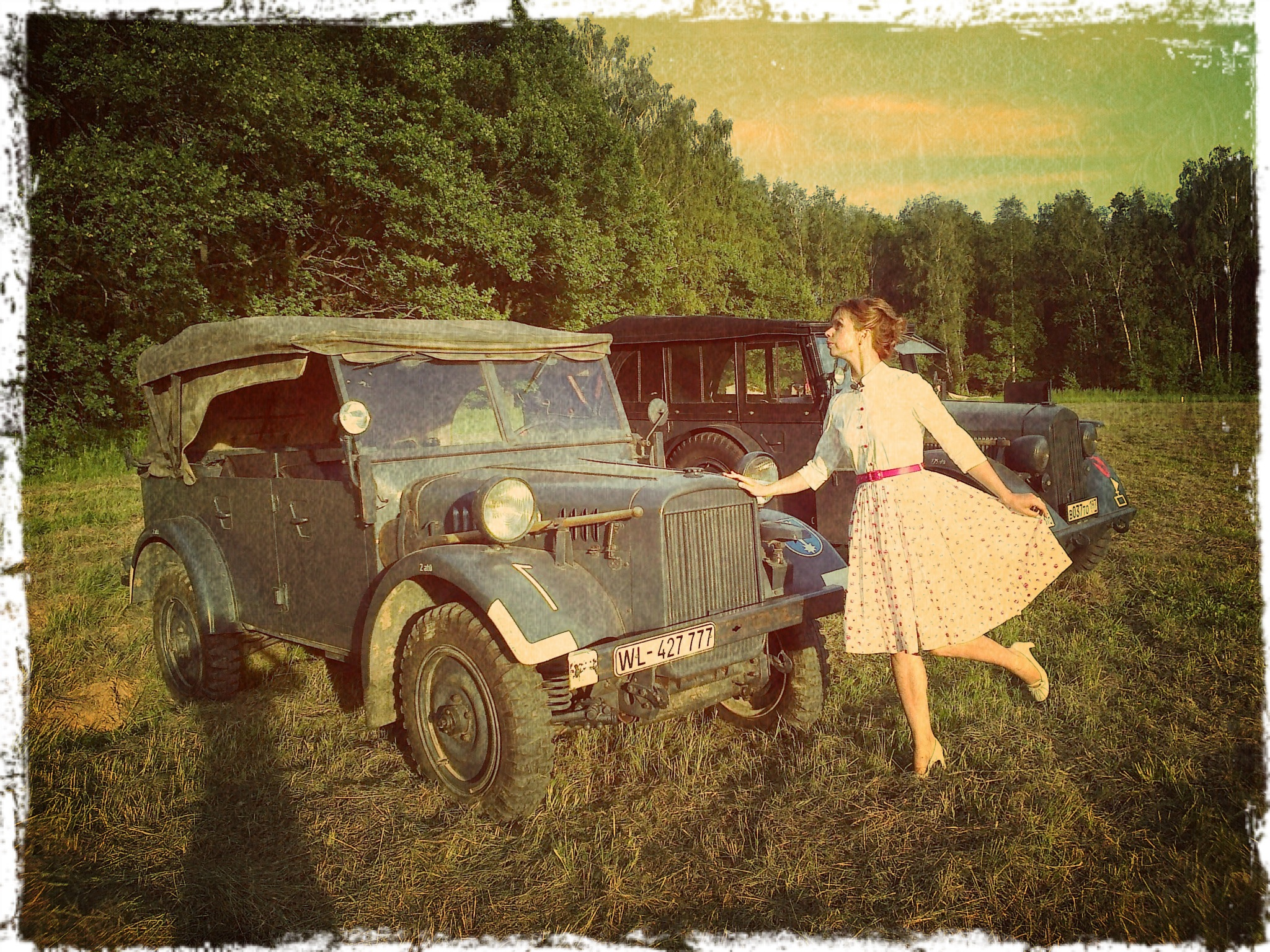 Фото девушек возле автомобиля 12 фотография