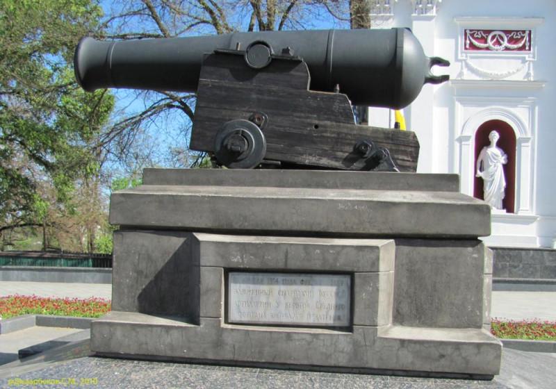 10-дм. пушка (10-inch. (84 cwt.)) HMS «Tiger» на Приморском бульваре в Одессе. Фото с просторов Сети.