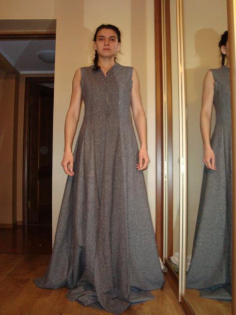 Платье с клиньями по бокам